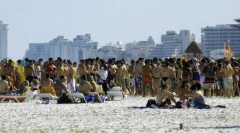 The increase in international tourism to Mexico may signal that worries about the economy and drug-related violence are easing. (Jose Dominguez, AFP/Getty Images / March 21, 2010)